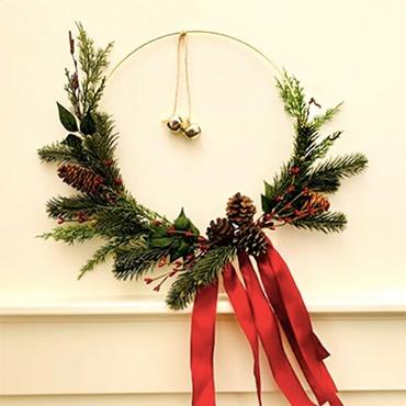 Modern Gold Hoop Holiday Wreath