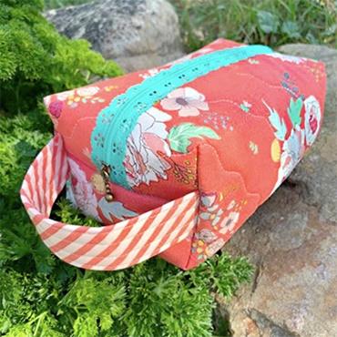 Make a Boxed Zipper Tote!